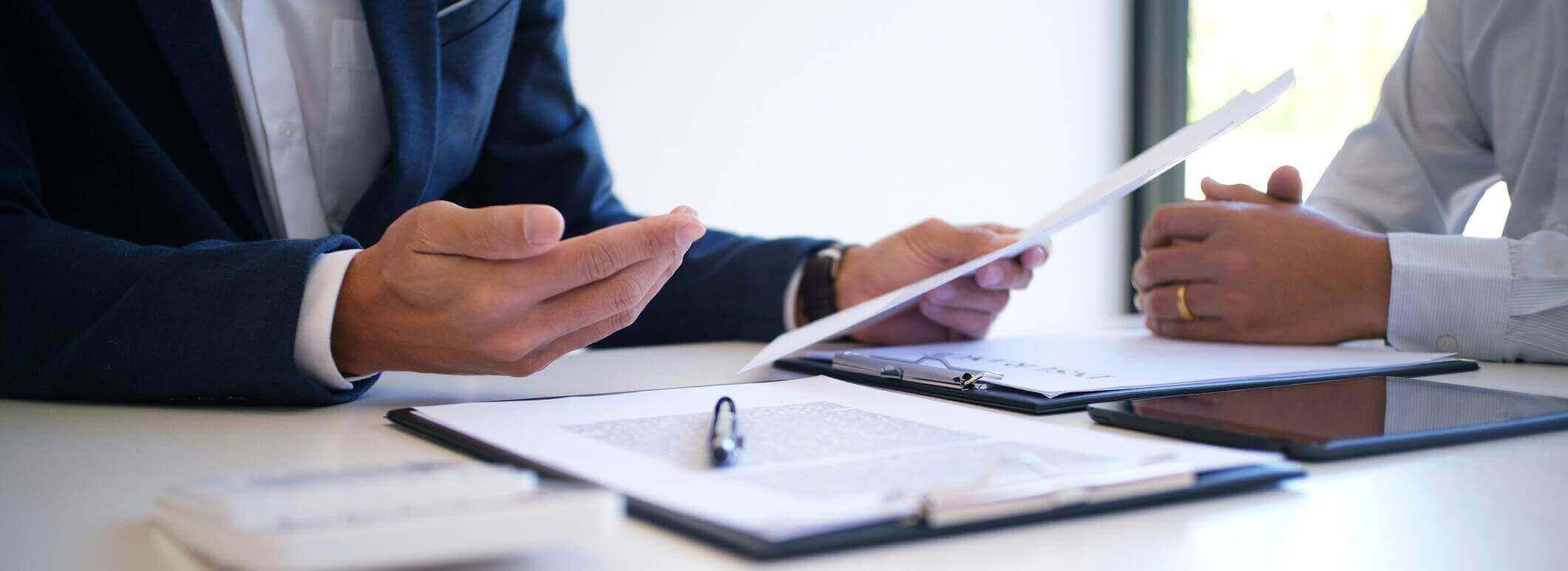 Insurance Broker explaining the factors of the hard market